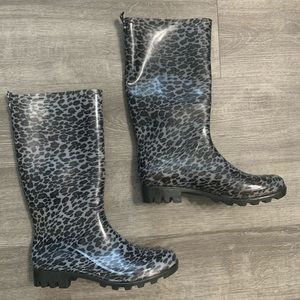 Brand new capelli rain boots size 8. Grey cheetah